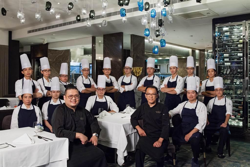 國賓飯店A CUT牛排館廚藝團隊。(國賓提供)