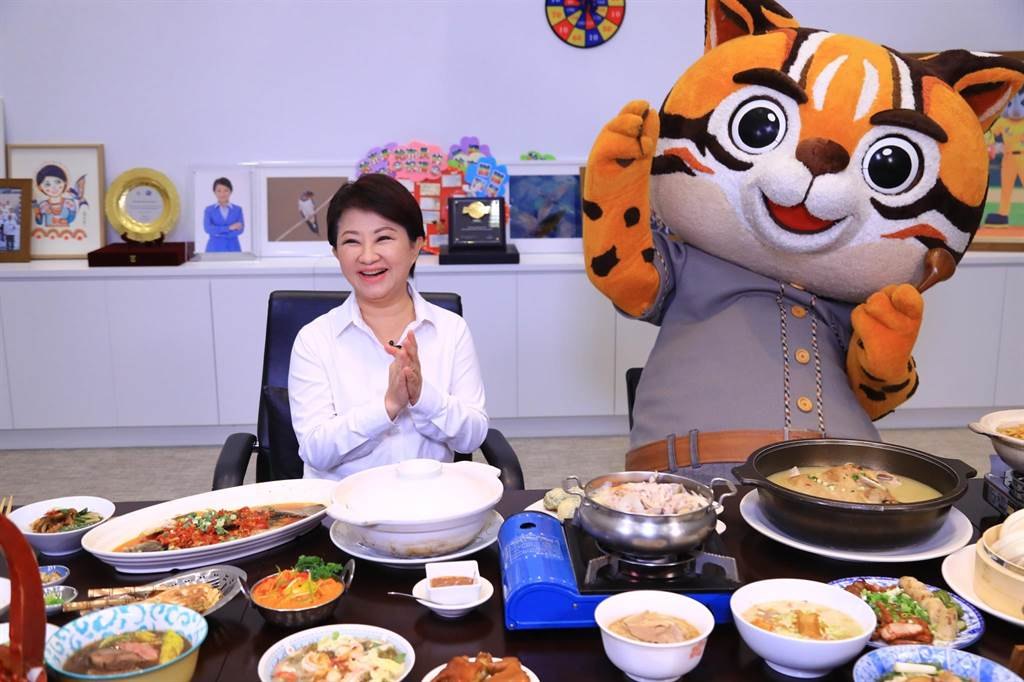 台中市長盧秀燕說,台中是一個國際化城市,更有國際化美食,台中好吃、好喝、好玩、好買、好住,現正舉行台中購物節,歡迎大家來台中。(盧金足攝)