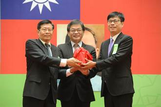 陳其邁就職典禮 前代理市長穿「光復高雄」T恤遭酸