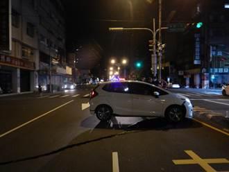 25歲男酒駕失控撞分隔島 疑是手滑沒抓好方向盤