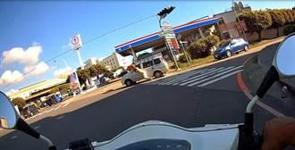 男子徒手推汽車到加油站 中市警即刻救援