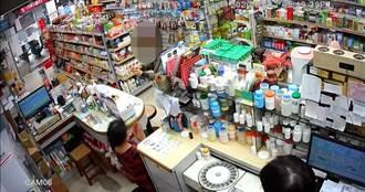 婦人買口罩藥師給錯健保卡 逼女藥師下跪道歉下場出爐