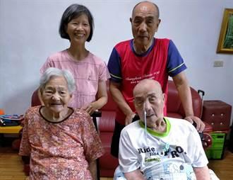 彰化版老萊子 73歲照顧97歲老爸媽全國最年長孝行楷模