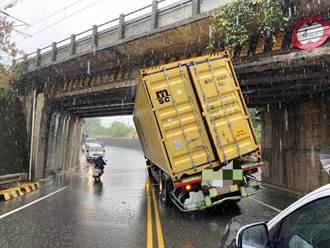 楊梅鐵軌橋限高8月翻2大車議員促改善
