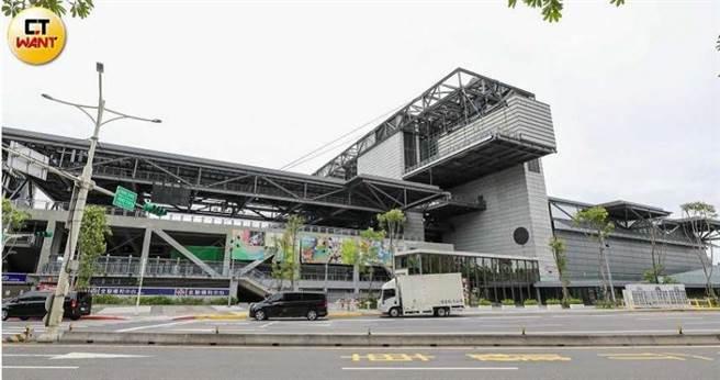 台北網球中心設備及場地國內首屈一指,沒想到中華網球協會卻在未經報備下,私自將場地出租給一般民眾。(圖/馬景平攝)