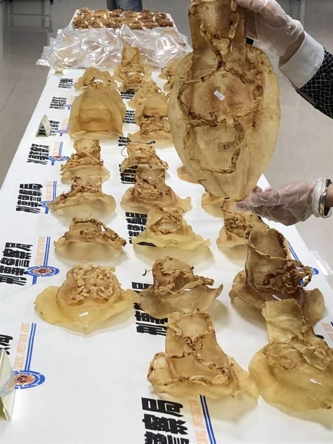 台美聯手查獲黃花膠走私集團,查扣19公斤黃花膠,價值約新台幣2700萬。(警方提供)
