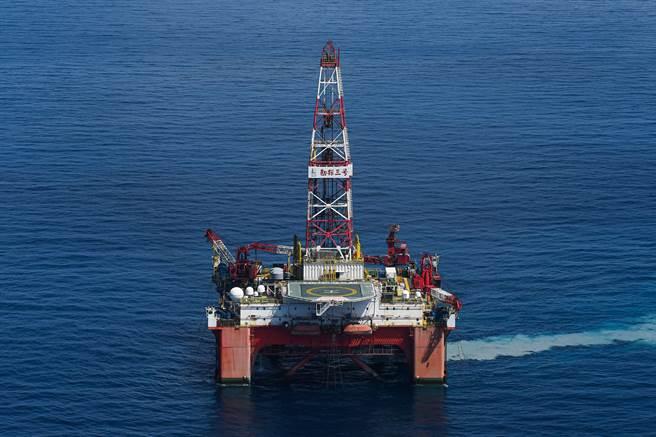 世界最大的海上鑽井平台承包商瓦拉里斯公司已在美國申請破產保護。(示意圖/新華社)