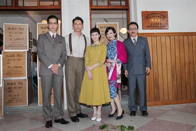 薛仕凌、連俞涵、溫昇豪、李杏、郭子乾主演《茶金》。(盧禕祺攝)