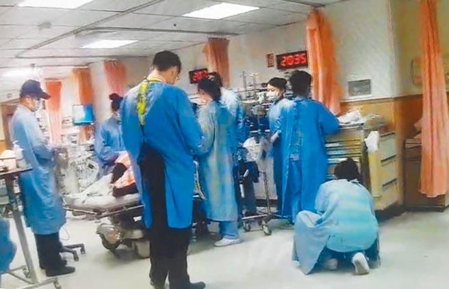 遭強酸潑傷的傷患,被送到嘉基醫院急救。(讀者提供/廖素慧嘉義傳真)