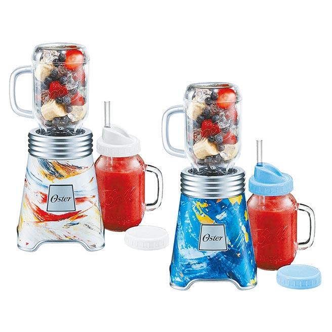 統一時代百貨台北店的Henstyle恆隆行美國Oster 2020限定Ball Mason Jar隨鮮瓶果汁機,彩繪藍、彩繪白2色,加贈替杯,原價1780元,31日前特價1480元,限量20組。(統一時代百貨台北店提供)