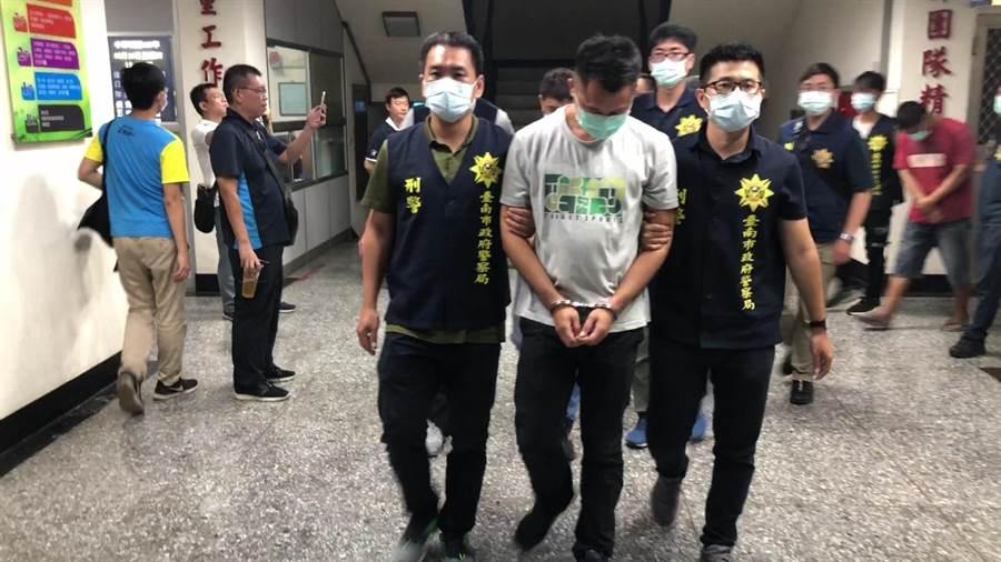 陳姓主嫌為首共8人被警方逮捕,依組織犯罪及竊盜罪嫌送辦。(台南市刑大提供/莊曜聰台南傳真)
