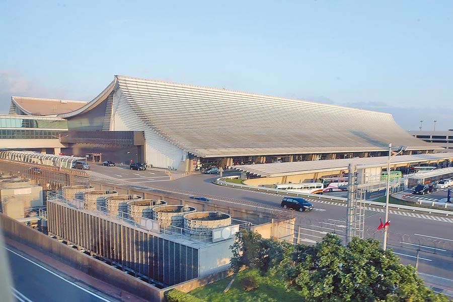 交通部透露,3航廈完工啟用後,將視整體桃機營運狀況,評估拆除重建已經啟用逾40年的1航廈。圖為第一航廈。(本報資料照片)