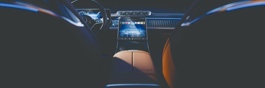 大改款Mercedes-Benz S-Class將擁有更為優雅、豪華的座艙,中控台採取大面積的觸控面板。(DAIMLER提供)