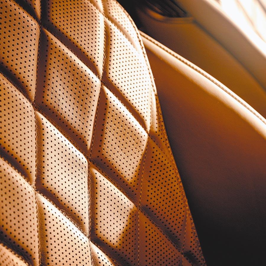透氣皮椅椅面採立體造型。(DAIMLER提供)