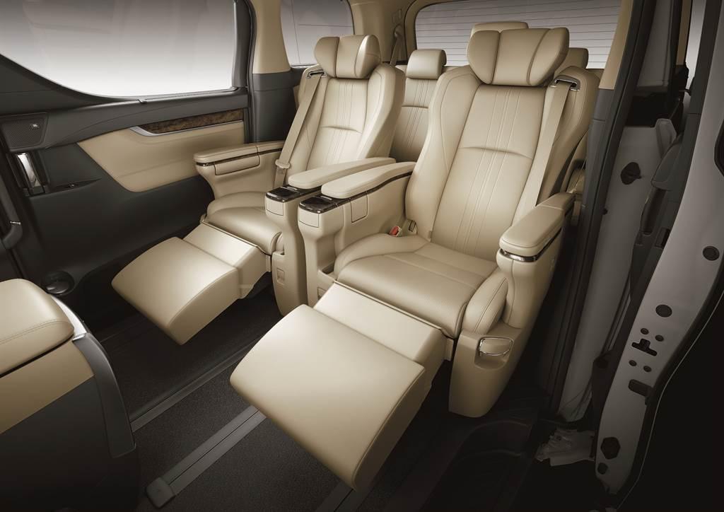 全車配備Semi-Aniline頂級真皮座椅,第二排更採用VIP級Ottoman大型座椅,打造極致舒適的駕乘體驗