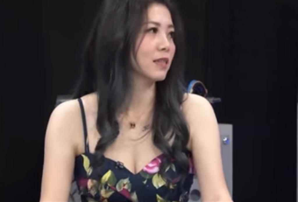 「拖吊女王」錢雅婷,她四月復出加入網路直播拍賣,曾經創下單筆15萬元的訂單。(圖/翻攝自畫面)