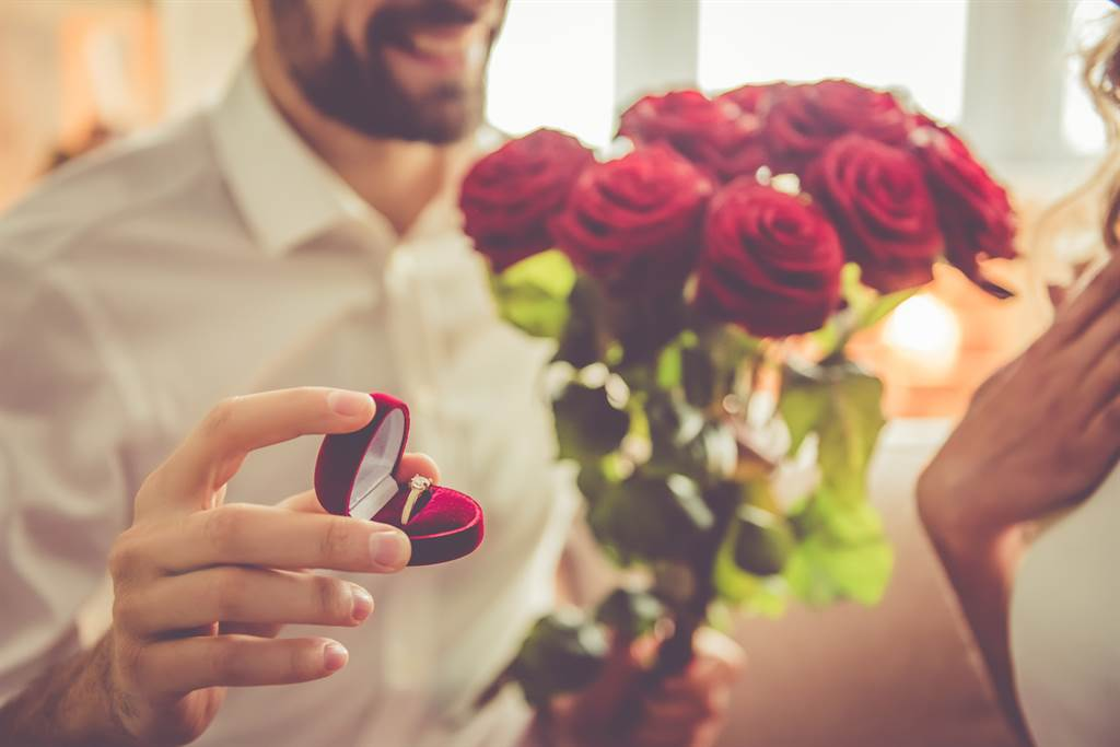 女友收七夕花束甜蜜告白:「寶貝愛你」 男友一看臉綠爆(示意圖/達志影像)