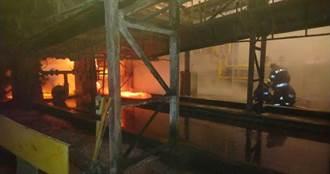 台中港化工廠鍋爐破裂引大火 3小時撲滅無人傷亡