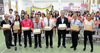 雄中40年同學會 校友捐書助家扶兒