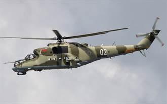 白羅斯Mi-24武裝直升機 射擊反對派氣球旗幟