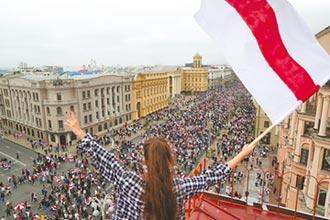 白俄15萬人上街頭 要總統下台