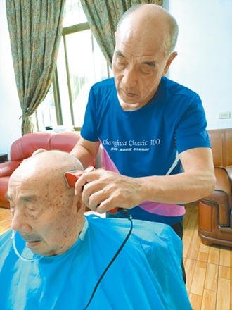 73歲翁照顧97歲父 獲全國孝行獎