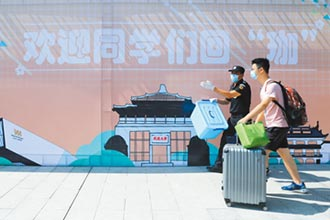 闊別8個月 武漢大學生返校