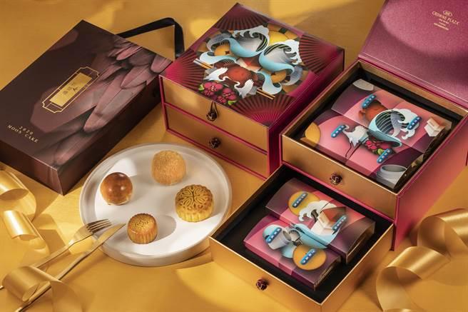 台南大皇冠假日酒店推出兩款月餅禮盒。(業者提供/柯宗緯高雄傳真)