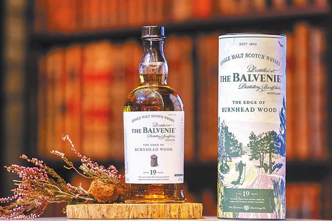 THE BALVENIE百富單一麥芽威士忌故事系列全新篇章「百富19年石楠蜜香」正式上市。建議售價10,000元。圖/業者提供