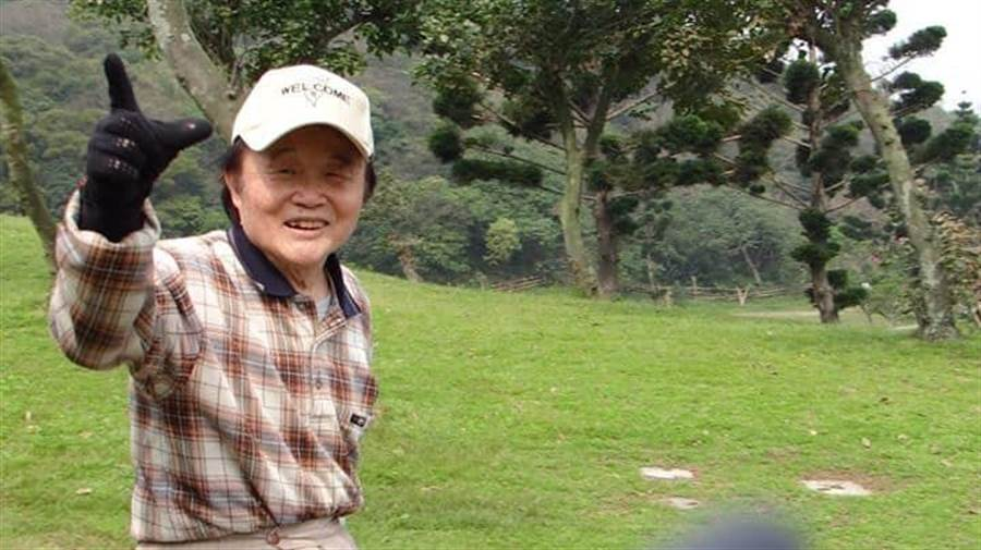 91歲的賴國章發表《參戰聲明》,願為台灣民主自由赴沙場。(圖/賴啟光授權提供)