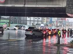 台南深夜大雨 保安車站地下道積水173公分 警拉封鎖線