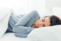 右躺的姿勢睡覺 像嬰兒一樣舒適酣睡