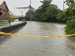 台南凌晨閃電不斷 三爺溪暴漲 地下道淹水近2米