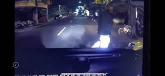 計程車停路邊不打方向燈 男子怒持西瓜刀理論2人噴血送醫