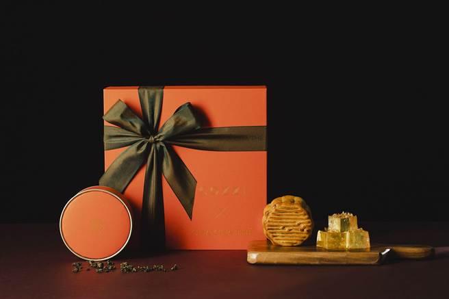 和逸飯店攜手CHA CHA THE推出「和逸掬月禮盒」,內容2入廣式月餅,搭配蜂蜜燕窩黃金糖(6入)以及輕焙烏龍茶包(6入),售價1280元。(圖/國泰飯店觀光事業)