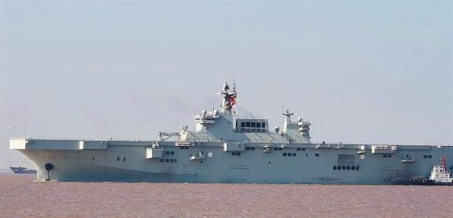 解放軍075型兩棲攻擊艦首艦結束18天海試返港。(網路)