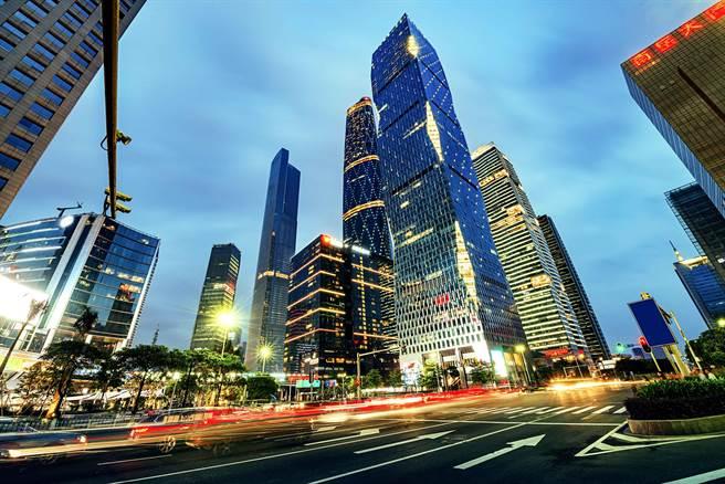 深圳經濟發展40年創業氛圍高漲,統計約每10人就有1個老闆。(shutterstock)