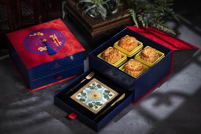 台北遠東飯店推出台灣花磚月餅禮盒。(圖/台北遠東飯店提供)