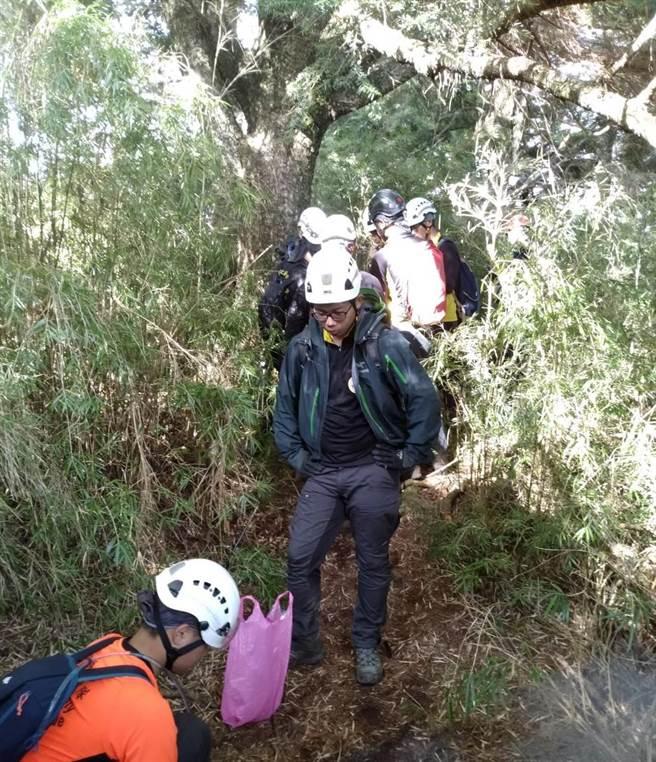 女山友輕裝攀登中雪山迷途,搜救團隊持續搜救中。(苗栗縣消防局提供/巫靜婷苗栗傳真)