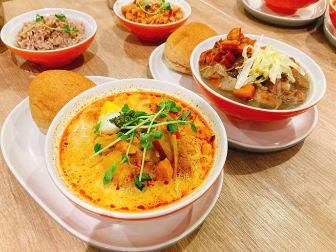 The Soup Spoon新口味湯品新加坡風味叻沙雞湯、新加坡風味胡椒排骨湯。(圖/邱映慈攝影)