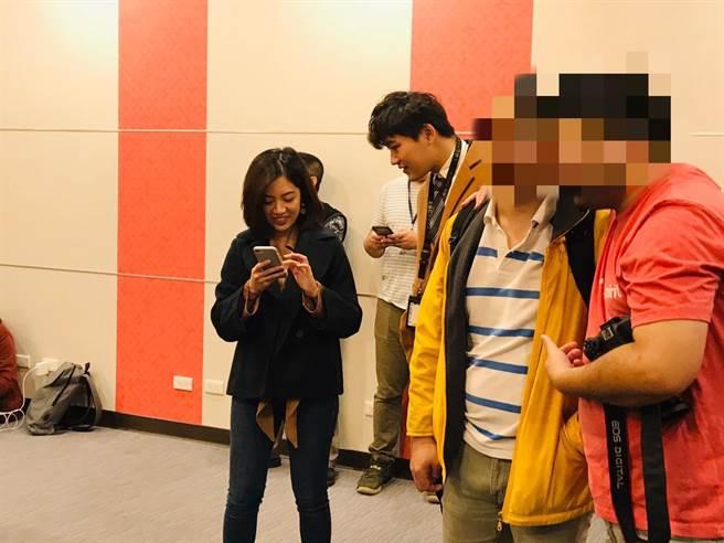 北市府副發言人「學姐」黃瀞瑩(左起)去年即與小3歲的電視台記者男友熱戀交往,如今被爆出七夕情人節疑似吵架,不歡而散。(張穎齊攝)