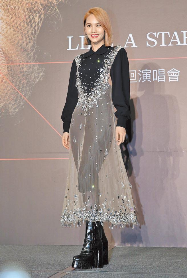 楊丞琳昨在記者會上,宣布將於11月啟動「LIKE A STAR」巡迴演唱會。(陳俊吉攝)