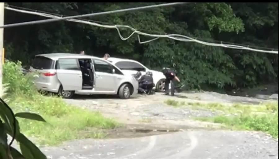 警方於今年8月19日持拘票及搜索票,前往南投縣埔里鎮、仁愛鄉展開逮捕行動。(陳世宗翻攝)