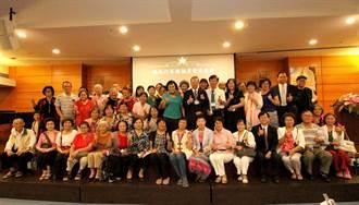 門諾醫院奉獻32餘年 趙福厚在醫護人員祝福下光榮退休