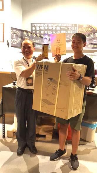 高餐大附中二連霸「飛夢林咖啡拉花競技賽」奪冠