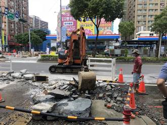 4億長庚新驛站人行道重鋪成停車場 議員痛批:沒屁股別吃瀉藥
