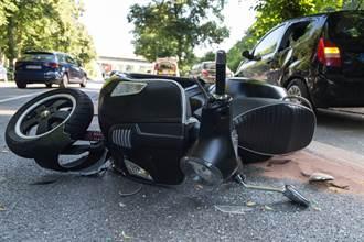 7旬婦穿越馬路遭20歲無照男騎士撞飛 送醫不治