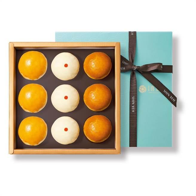 欣葉集團推出「巧月禮盒」,內有香菇菜脯、咖哩、棗泥松子3種口味的酥皮月餅,9入、每盒580元。(圖/欣葉集團提供)