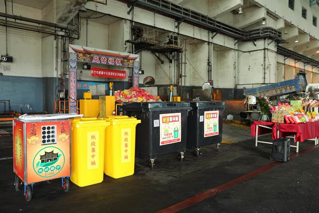 竹市環保局10年來推動中元節「紙錢集中燒」措施,已清運紙錢共計4046公噸。(邱立雅攝)