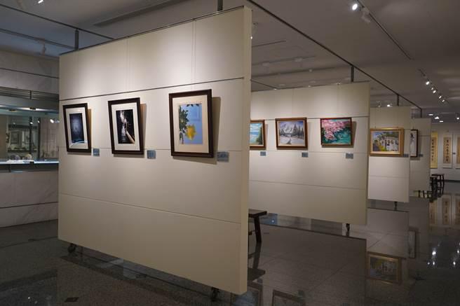成美藝廊正展出永靖心象畫會會員聯展。成美文化園提供